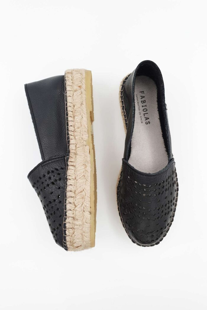 BLACK LEATHER WOMAN SHOES