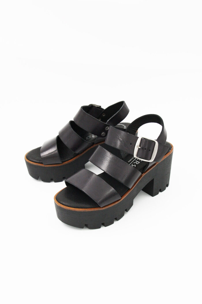SANDAL WITH LEATHER STRAPS AND HEEL