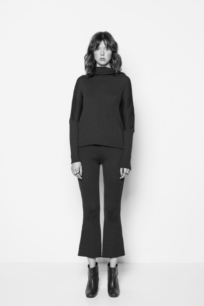 BODY MAPPING OVERSIZED CROP SWEATER BLACK