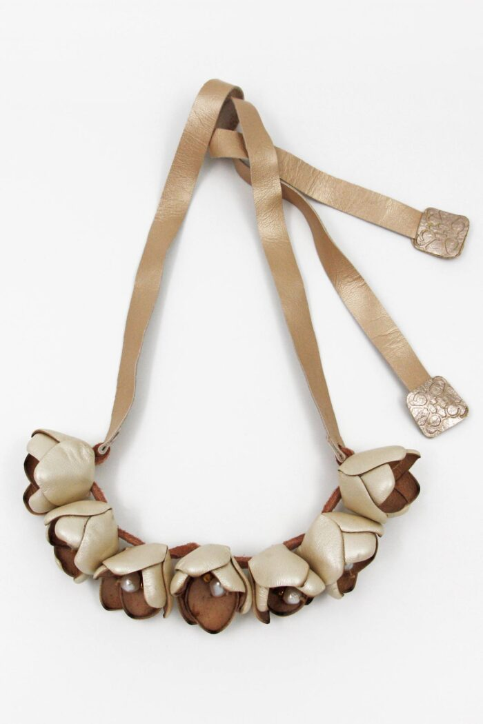 COTTON FLOWER LEATHER NECKLACE PEARLS IVORY