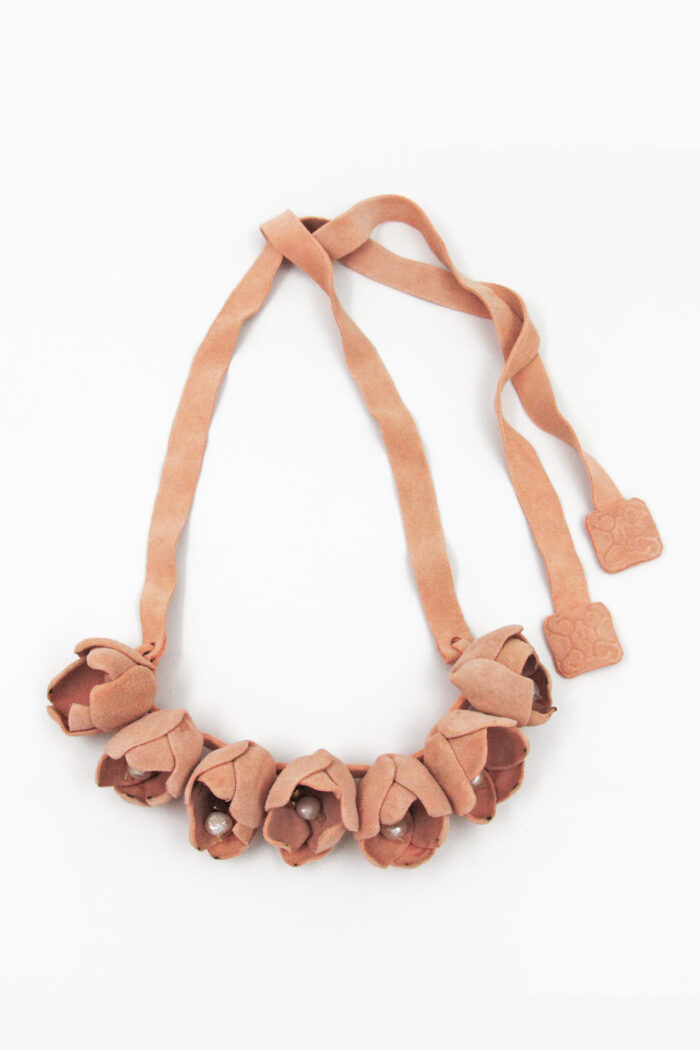 COTTON FLOWER LEATHER NECKLACE PEARLS NUDE