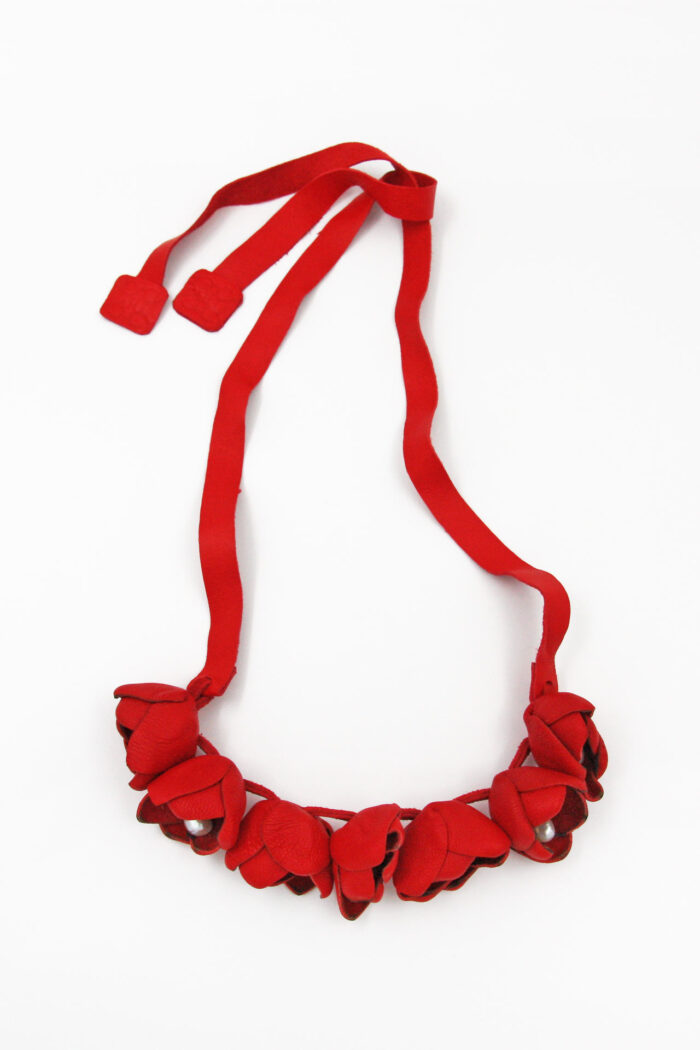 COTTON FLOWER LEATHER NECKLACE PEARLS RED