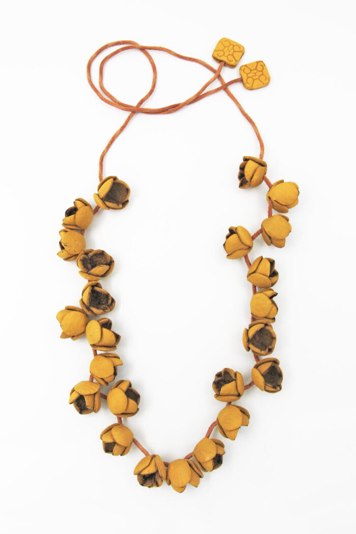 COTTON FLOWER LEATHER NECKLACE LONG YELLOW