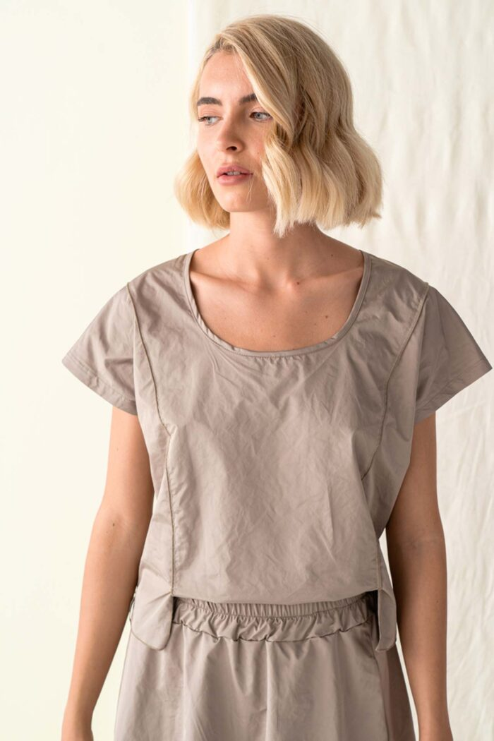 BROWN CHIOS TOP WITH SLITS