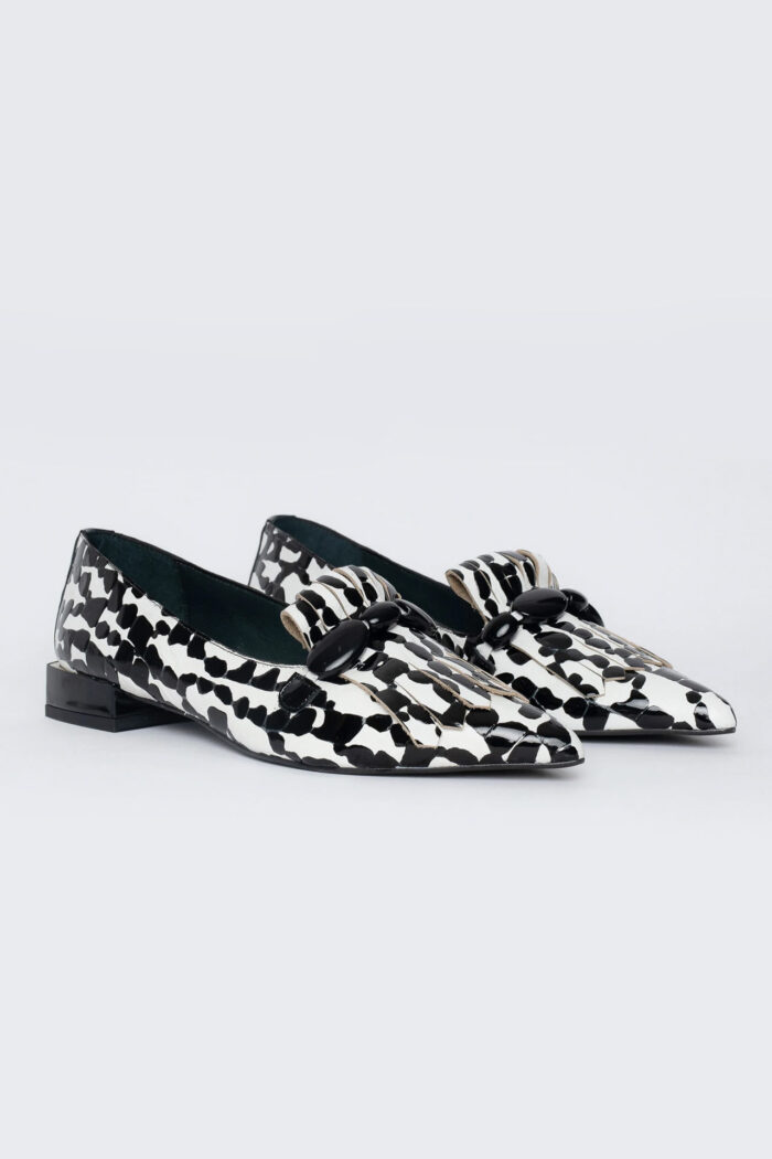 BLACK/WHITE LEATHER POINTED TIP SHOES